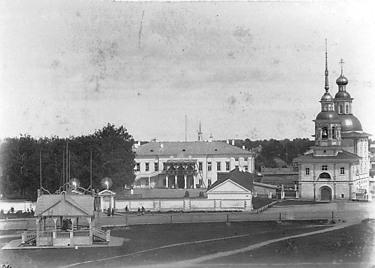 Дом губернатора. Церковь Зосимы и Савватия