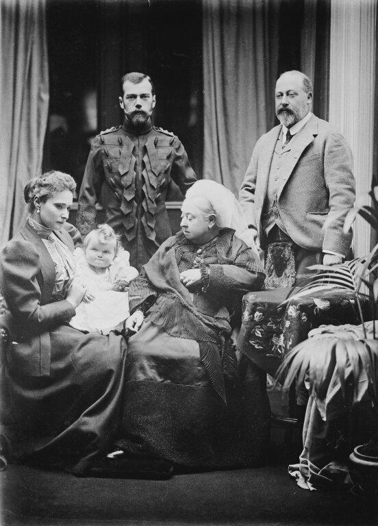 Королева Виктория, принц Уэльский, Николай II, Александра Федоровна и великая княгиня Ольга Николаевна, 1887