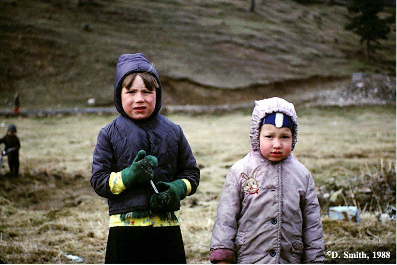 Дети в поселке Листвянка