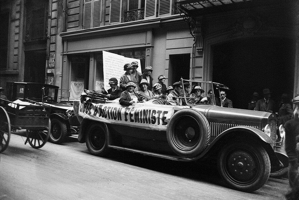 1925. Агитационный автомобиль Феминистской Лиги действий за предоставление женщинам права голоса