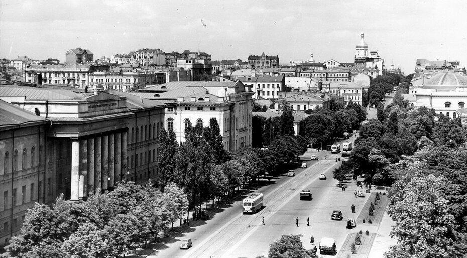 195.05.31. Панорама улицы Владимирской от университета до Софийского собора