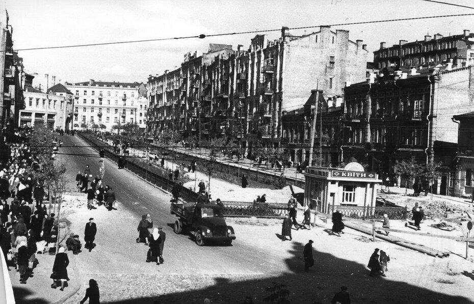 1950-1953. Общий вид улицы Бассейной