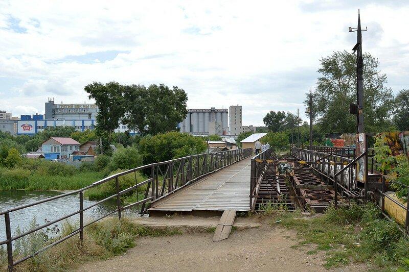 Железный мост на плотине