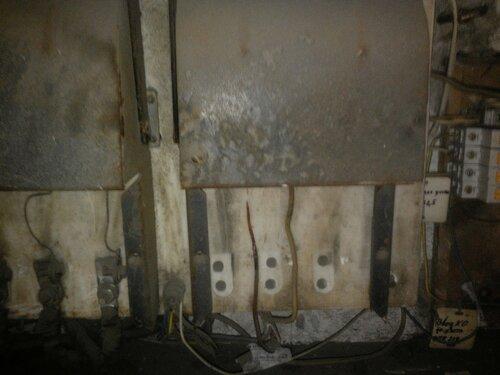 Срочный вызов электрика аварийной службы в кафе из-за неисправности рубильника в главном распределительном щите