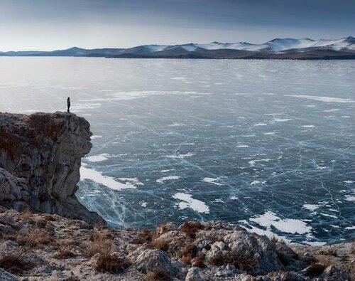 Замерзшее озеро Байкал - потрясающие виды