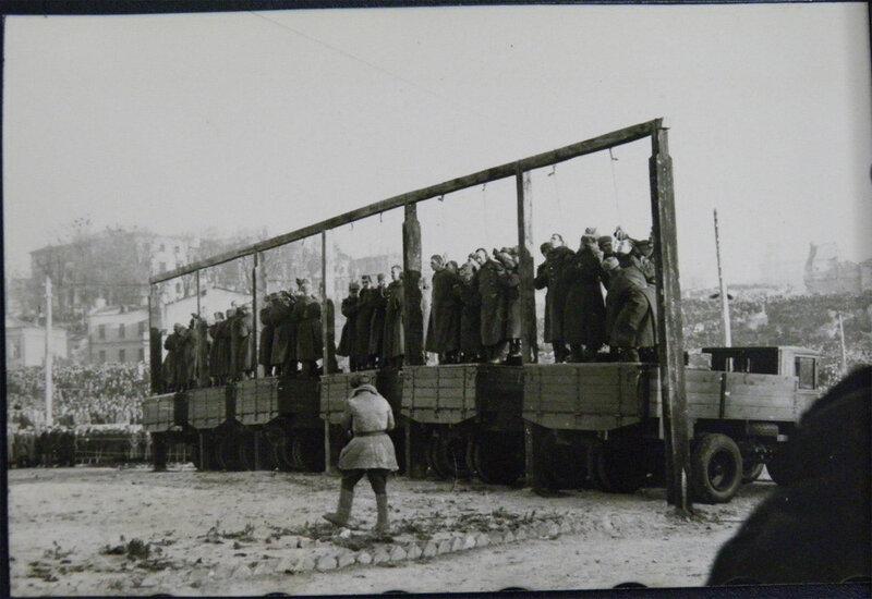 Публичная казнь немецких военных преступников в Киеве