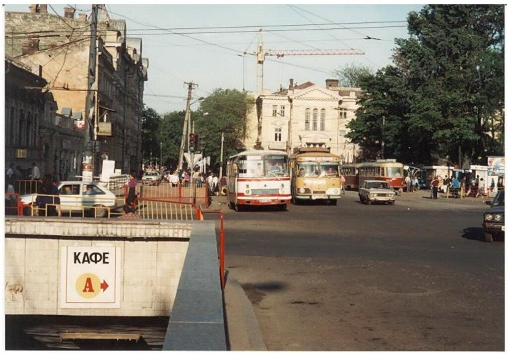 0_774a2_c83a8a51_XXL Архивные снимки: Японский турист запечатлел Одессу 1996-го года