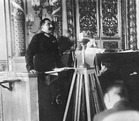 С. М. Буденный выступает на XV съезде ВКП(б). 1927 год.