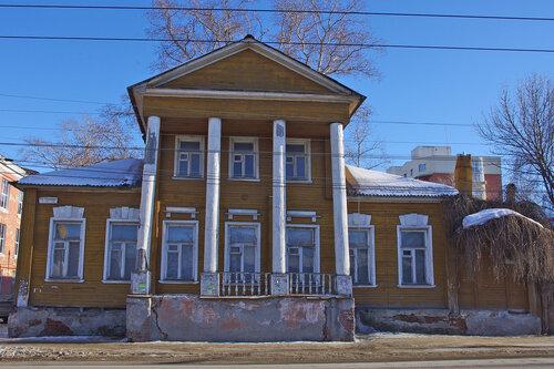 Дом Серовых