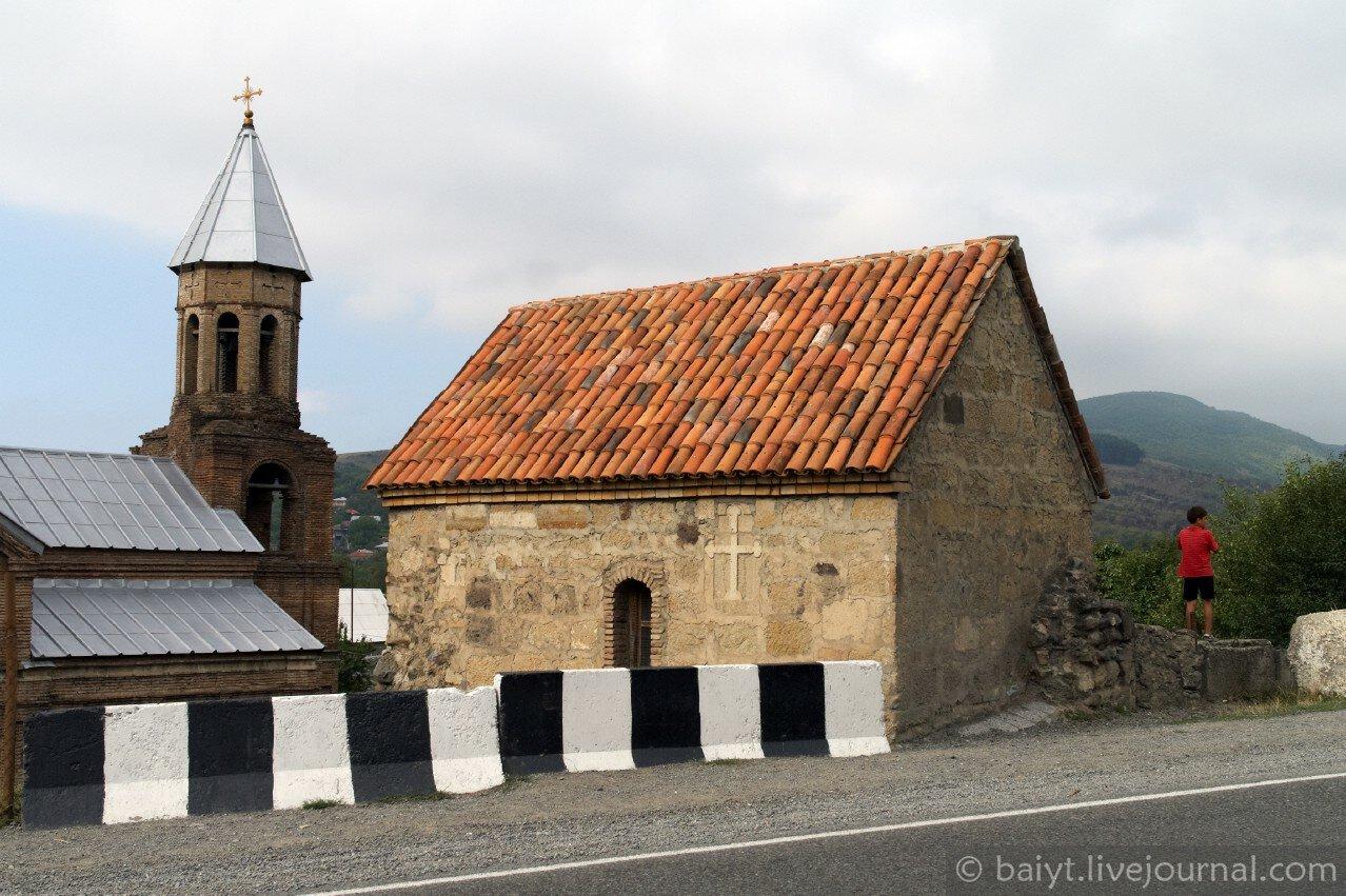 Очень древняя церковь Богоматери в Сурами