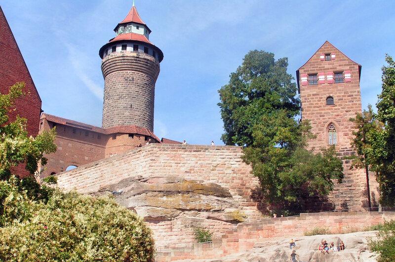 Круглая башня Зинвелльтурм и Капелла Св.Вальпурги