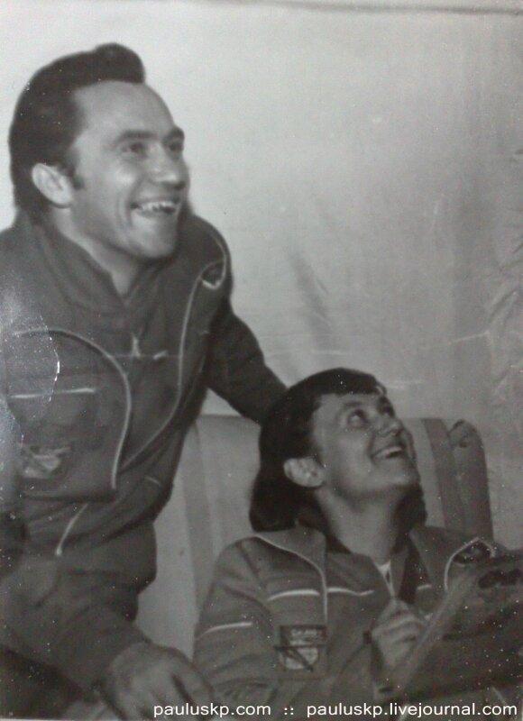 Любительские фотографии советских космонавтов после приземления 0_72153_2c869917_XL