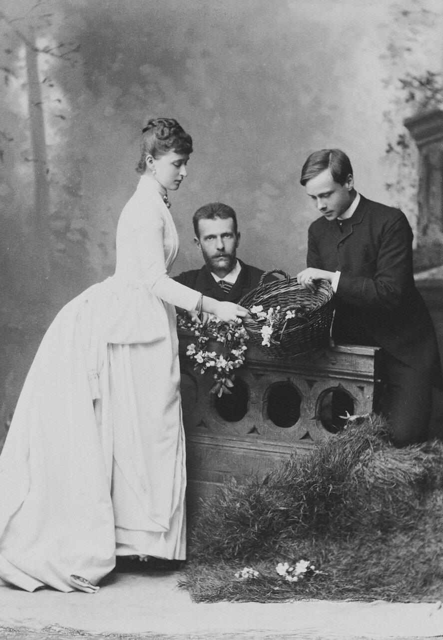 Великий князь Сергей Александрович и великая княгиня Елизавета Фёдоровна  с Эрнстом Людвигом Гессенским, будущим Великим герцогом Гессенским, Дармштадт. 1885 г.