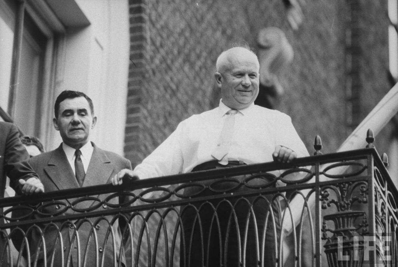 Андрей Андреевич Громыко  и Никита Хрущев на балконе резиденции советской делегации