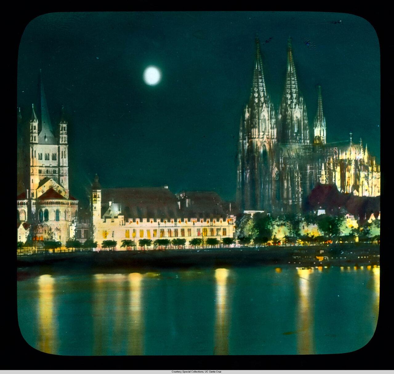 Кельн. Ночная панорама города с Рейна. Видны Собор Св. Мартина, Штапельхаус и Кельнский собор