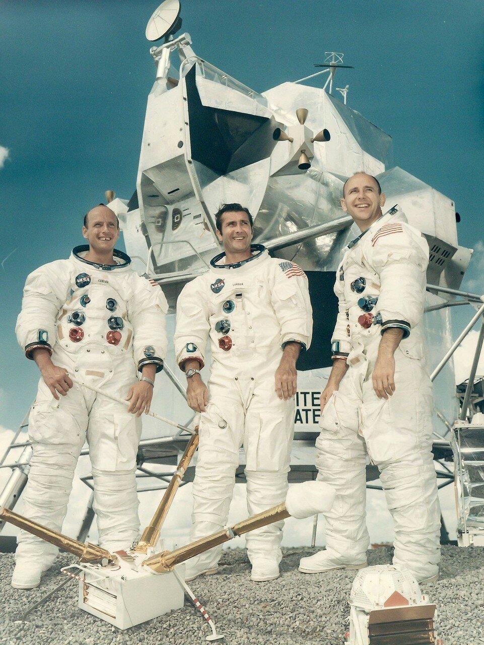 Командир — Чарльз Конрад (3-й полёт);Пилот командного модуля — Ричард Гордон (2-й полёт);Пилот лунного модуля — Алан Бин (1-й полёт)