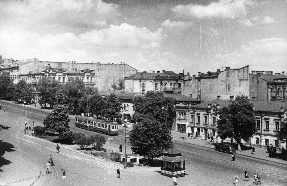 1946. Улица Владимирская, дома напротив оперного театра