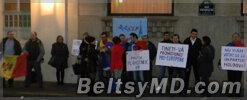 В Париже прошёл протест: «Долой мафию Плахотнюка!»