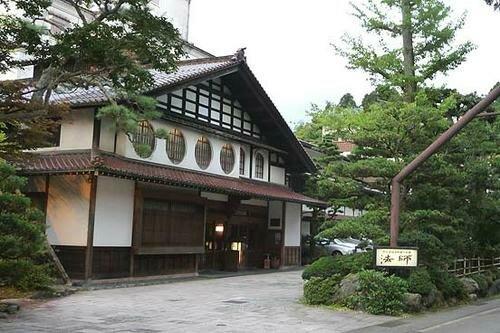 Старейший отель в мире — 1296 лет!