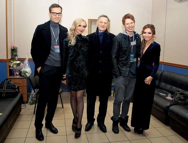 Вся семья Аллы Борисовны дочь, старший внук Никита с девушкой