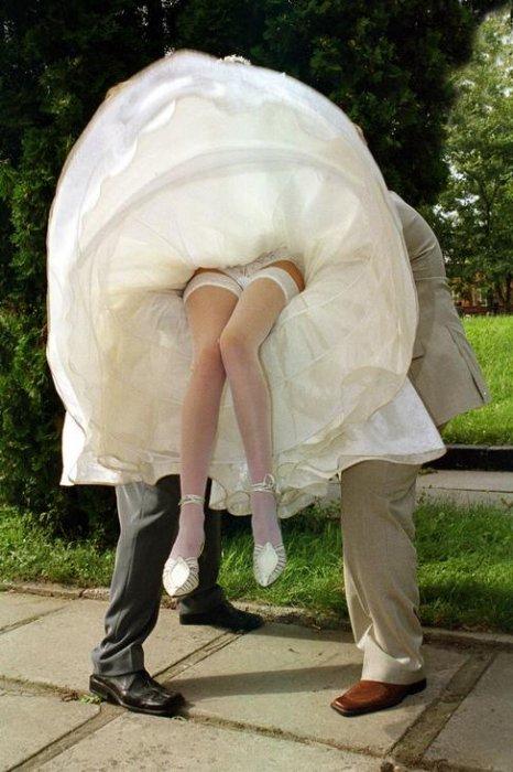 Камера под юбкой у невесты, женщины голые широкие тали