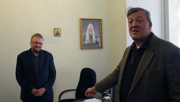 Стивен Фрай приехал к Милонову говорить о геях