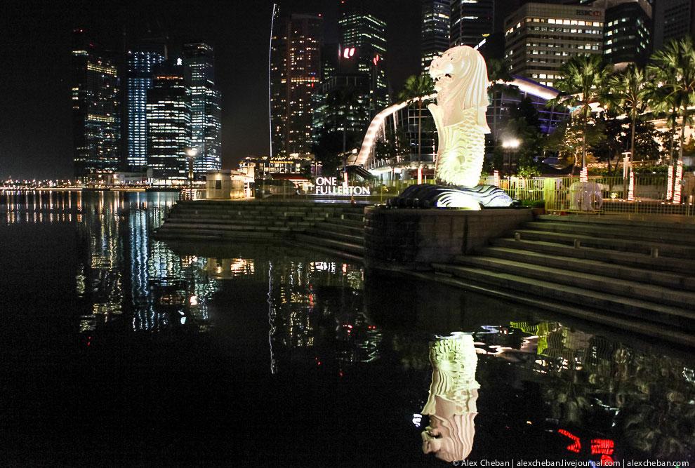 Вид на музей Art Science и сингапурское колесо обозрения Flyer, которое достигает высоты 55-эта