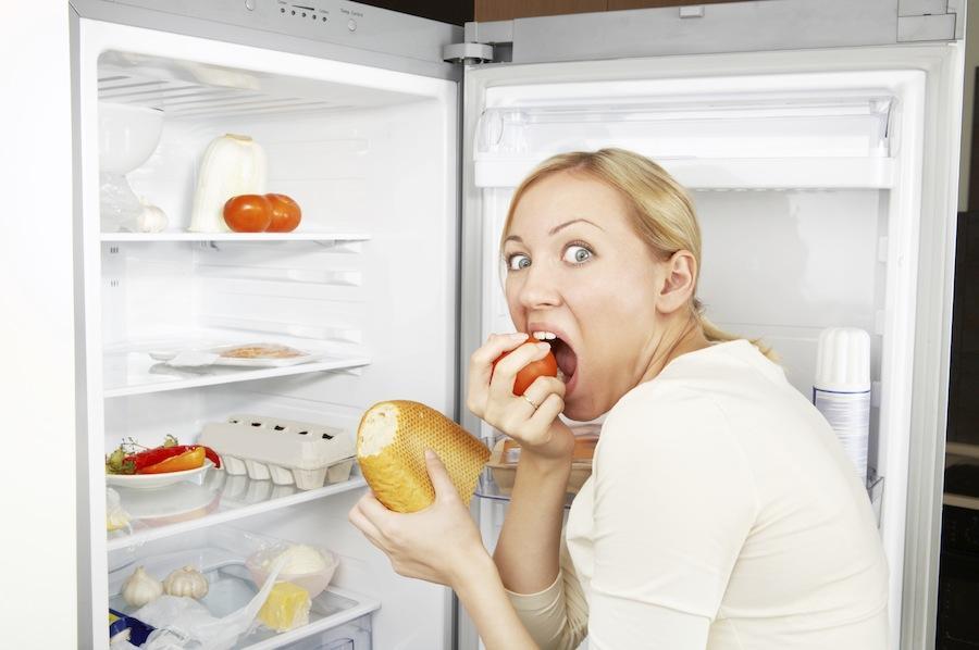 6. Неуемные перекусы Когда ты ешь, время проходит незаметно и приятно. Есть — самый быстрый способ п