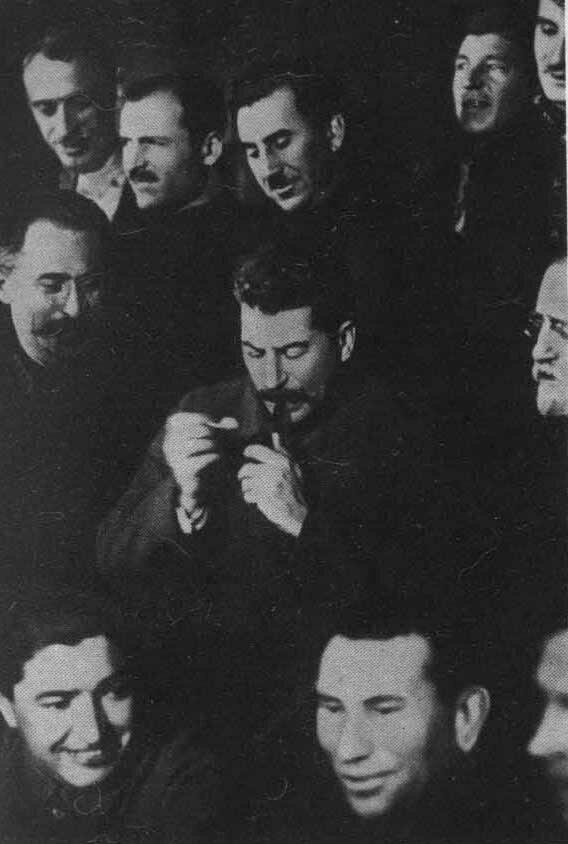 Сталин среди делегатов 15 съезда партии. 1927 г