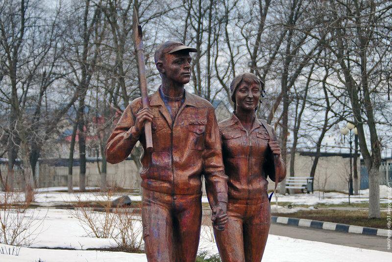 Памятник участникам студенческих строительных отрядов фото Sanchess