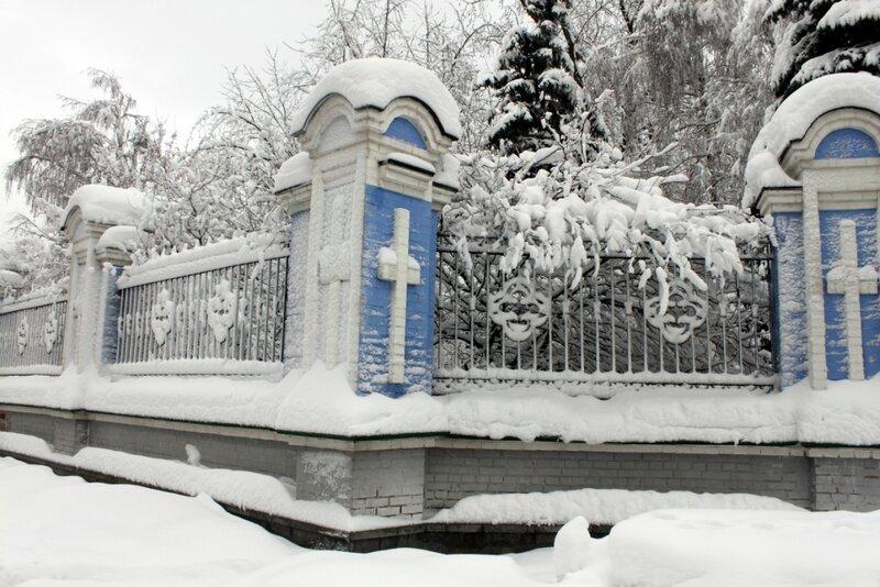 Угол ограды Михайловского монастыря