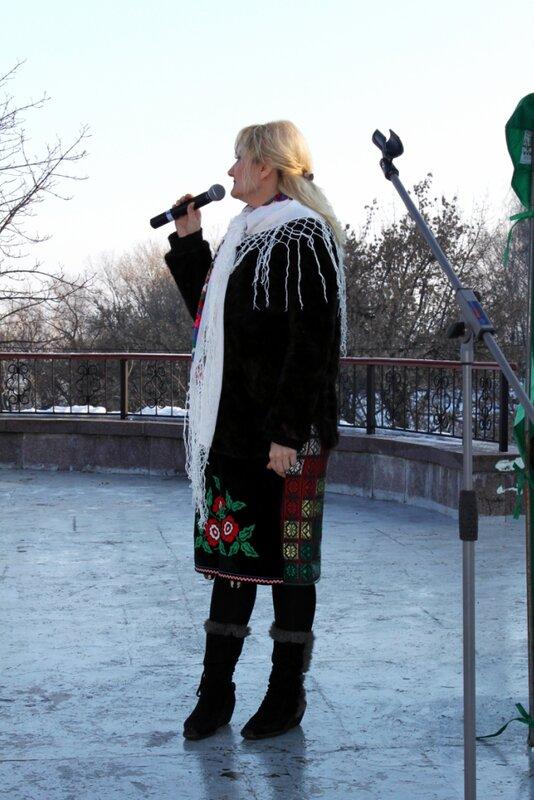 Ведущая церемонии открытия Выставки цветов Снежной Королевы