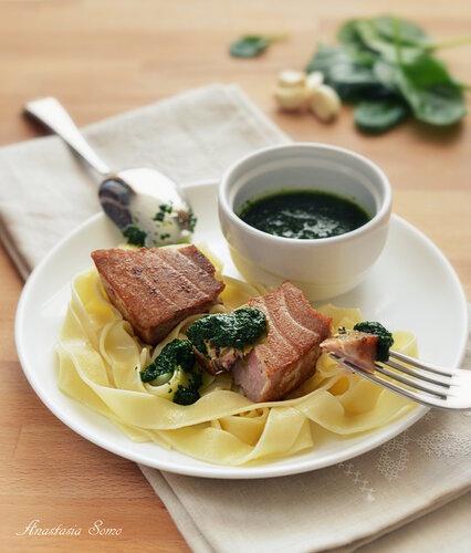 Паста с тунцом и шпинатным соусом