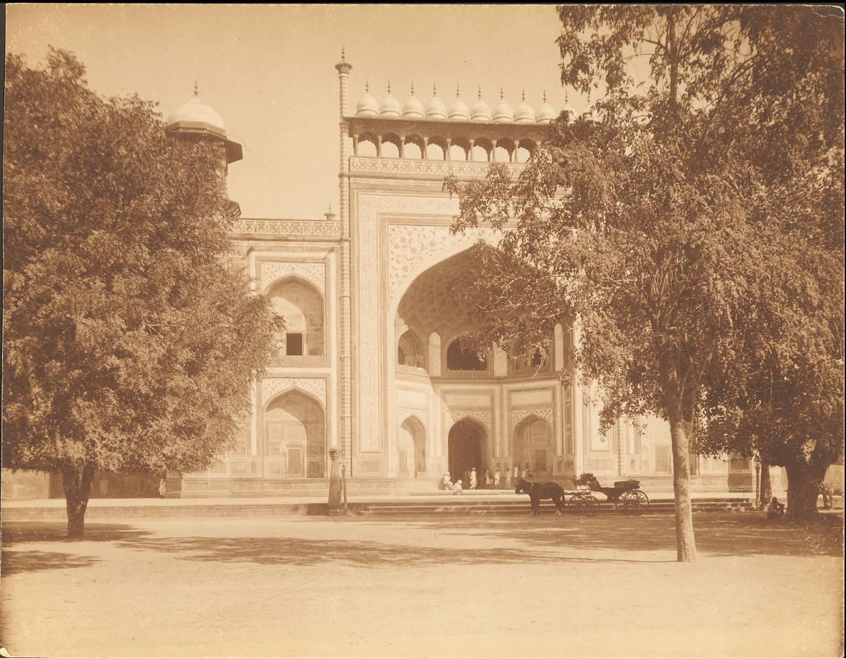 Агра. Главный вход в Тадж Махал