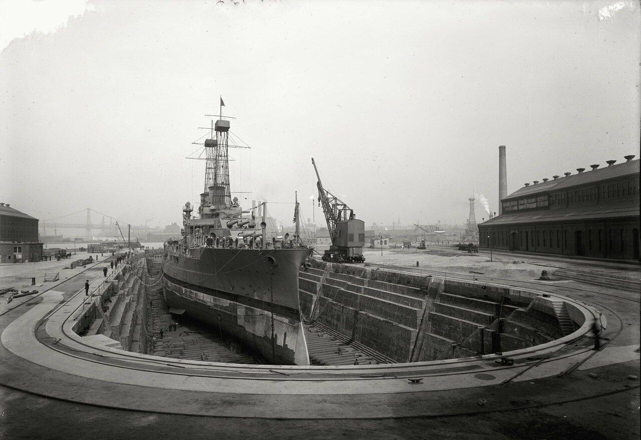 Бруклинская Военно-Морская верфь, сухой док № 4, Бруклин, Нью-Йорк, приблизительно 1910-20 г.