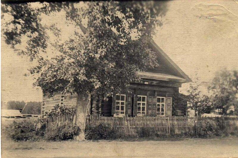 В этом доме, выкупленном у Юдиных, жил механик Леонидовского завода Нил Александрович Рябчевский с семьёй.