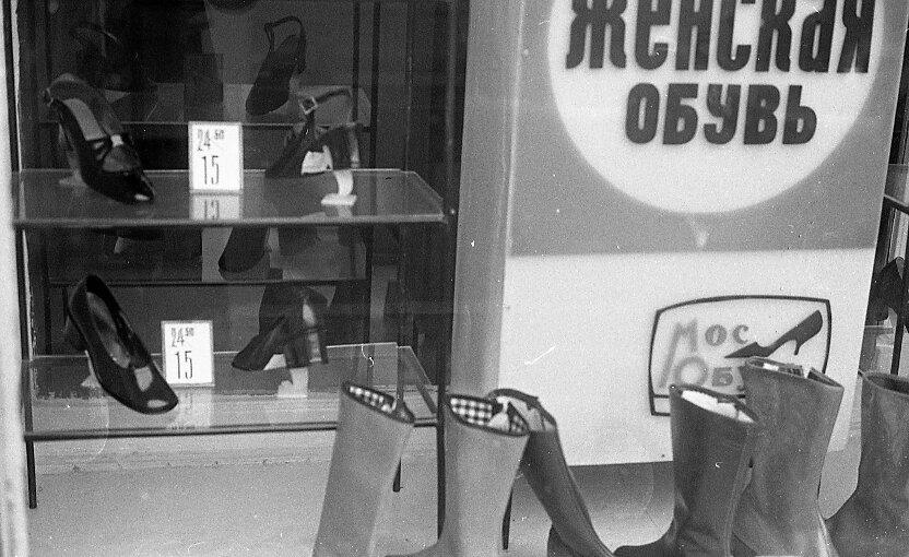 Витрина магазина женской обуви