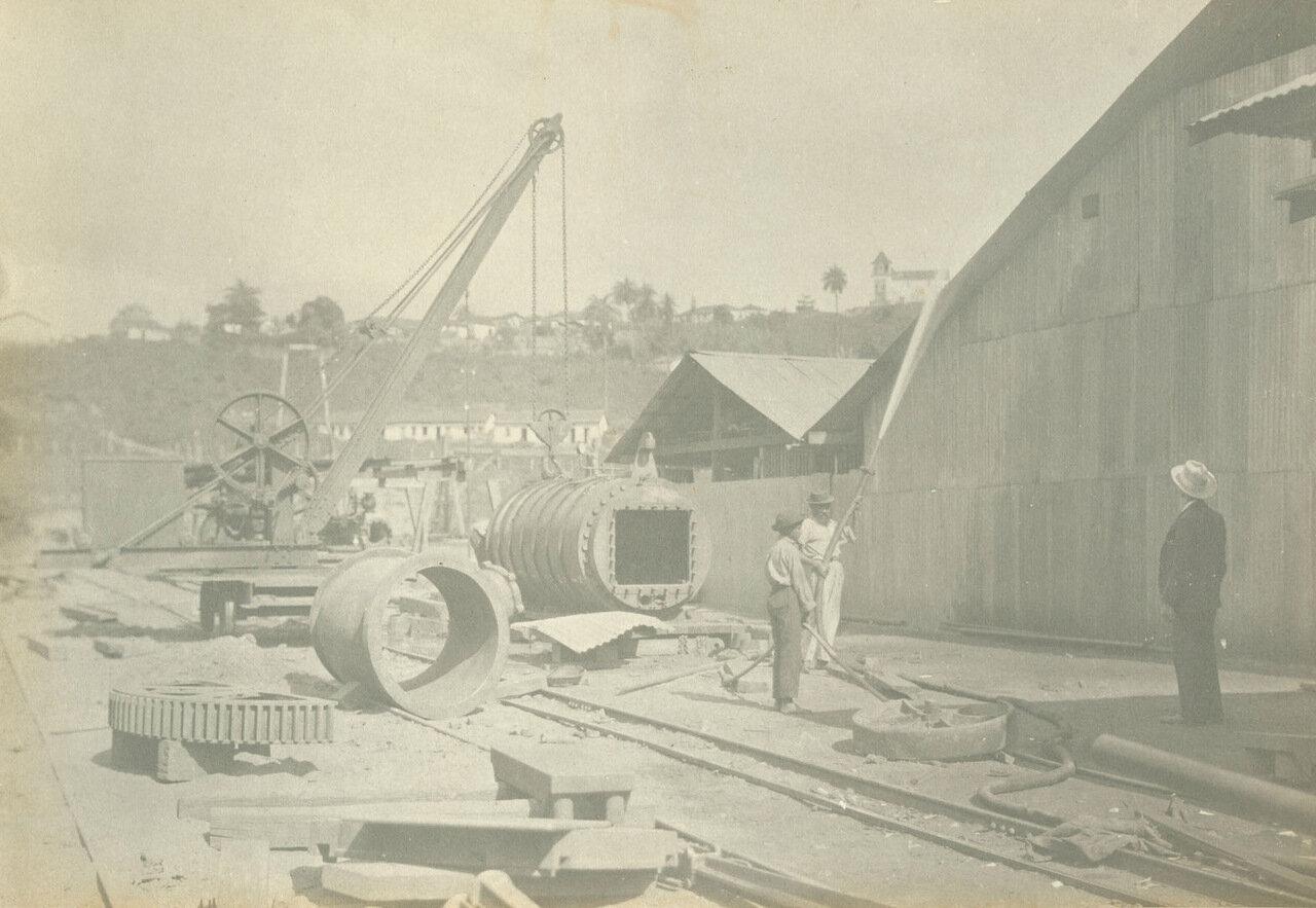 Сотрудники шахты проверяют рабочее состояние пожарных гидрантов, ок. 1893 года