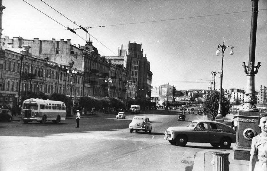 1950. Вид Хрещатика от Бессарабской площади.