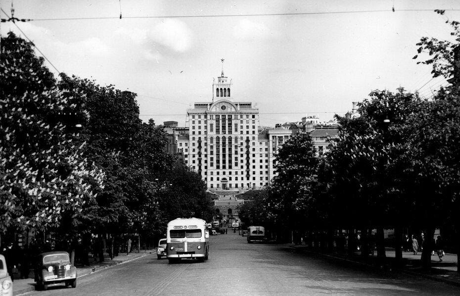 1955.05.19. Панорама улицы Ленина (теперь улица Богдана Хмельницкого). Фото: Сычев В.