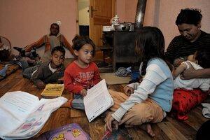 Молдавских цыган интегрируют в современное общество
