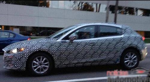 Mazda3 запечатлена в камуфляже