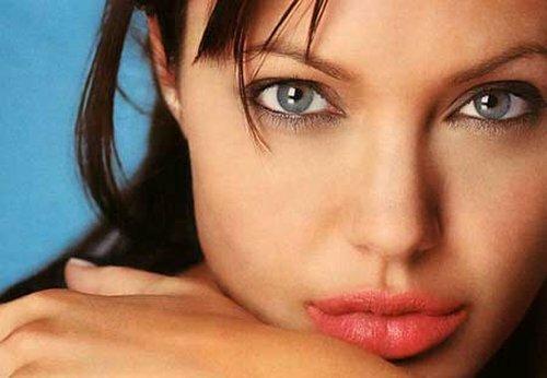 Анджелина Джоли больна?