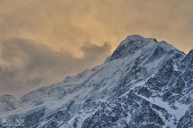 шоу продолжается: снежники на закате, горы, Гималаи, Непал