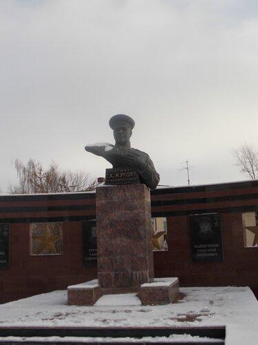 Памятник Г.К. Жукову в Малоярославце