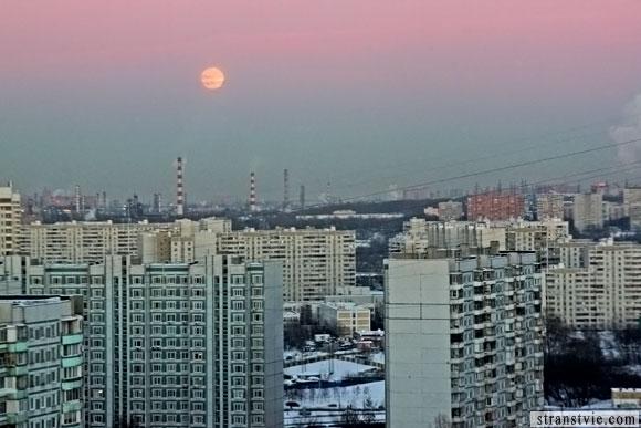 восход луна над москвой