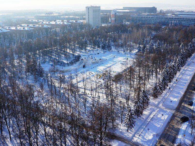 Ледяной городок на главной площади Жуковского