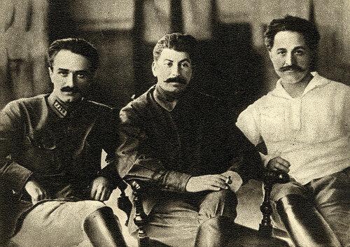 А. И. Микоян, И. В. Сталин, Г. К. Орджоникидзе (Тбилиси, 1925 год).