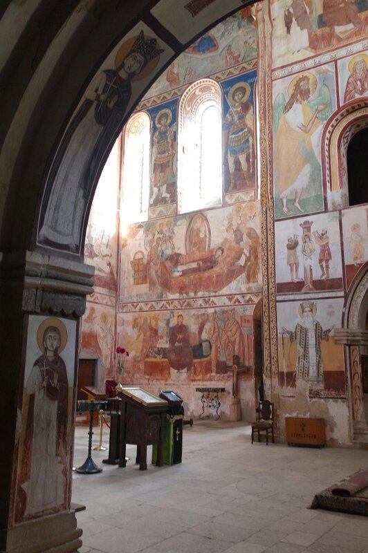 Под сводами Гелатского собора