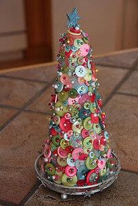 Фото jackie.bonette И еще одна совершенно простая декоративная елочка.  Материалы: 1 нужен конус - специальный...